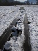 尾瀬ヶ原の木道と雪