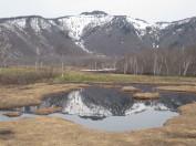 池塘に写る景鶴山2004m